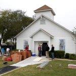 Pastor iglesia tiroteo Texas quiere demoler edificio