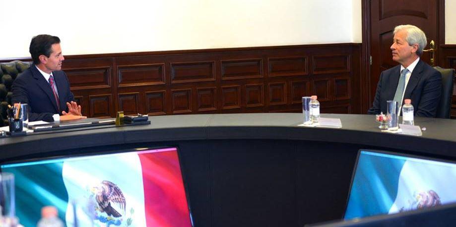 EPN se reúne con director general de JP Morgan en Los Pinos