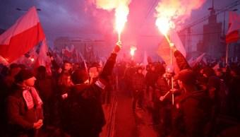 Marchan miles de supremacistas blancos durante celebración de independencia de Polonia