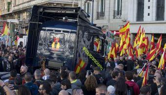 Miles de policías españoles se manifiestan para exigir igualdad salarial