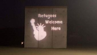 Proyectan graffiti prototipos muro fronterizo Trump