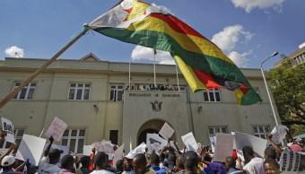 Comunidad internacional celebra renuncia Robert Mugabe