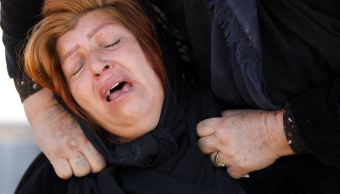 Familiares de fallecidos en sismo de Irán dan desconsolada despedida
