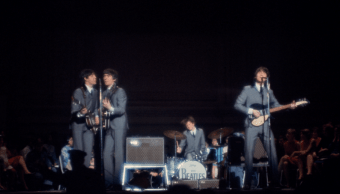 The Beatles durante una presentación en Carnegie Hall
