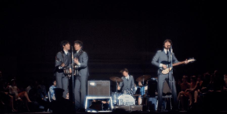 The Beatles durante una presentación en Carnegie Hall