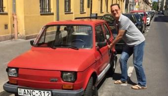 Ciudad polaca regala a Tom Hanks un automóvil de 1974