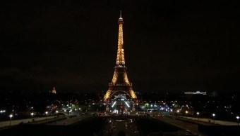 Torre Eiffel apaga sus luces memoria víctimas Egipto