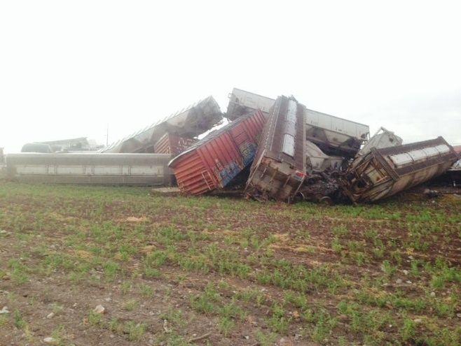 Daños materiales deja descarrilamiento del tren, en Mocorito