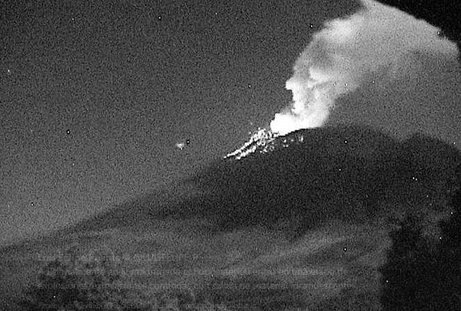 Volcán Popocatépetl entró en etapa de explosiones y exhalaciones continuas