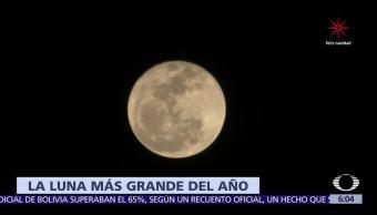 Habitantes de la CDMX observan la Luna más grande del año