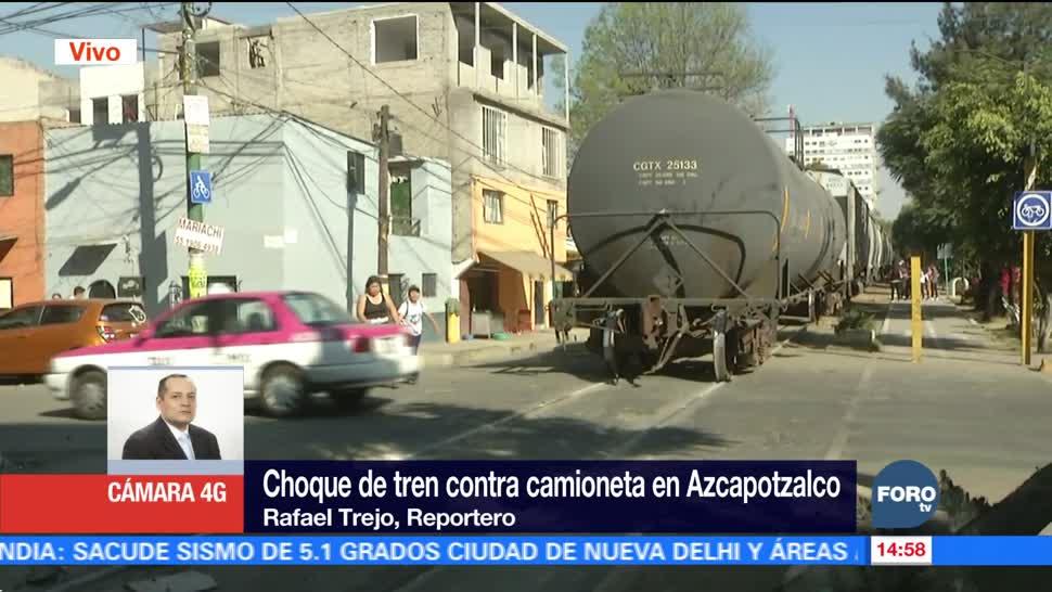 Tren impacta camioneta en Azcapotzalco, CDMX