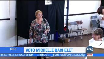 Michelle Bachelet se presenta a votar en las elecciones