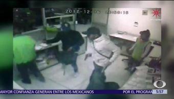 Delincuentes asaltan tienda de autoservicio en Edomex