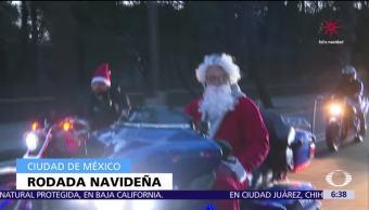 Se realiza rodada navideña en CDMX con motociclistas vestidos de Santa Claus