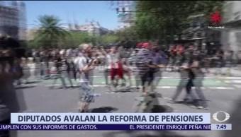 Reforma de pensiones desata protestas y enfrentamientos en Argentina