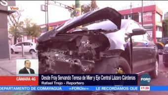 Auto pasa luz roja del semáforo y provoca choque en CDMX