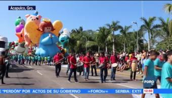 Realizan desfile de globos gigantes en Acapulco