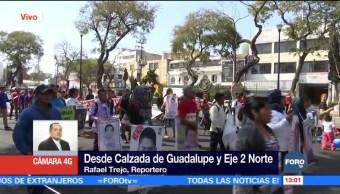 Marchan en CDMX familiares de los normalistas desaparecidos en Iguala