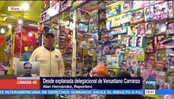 Venta de juguetes en la explanada de la delegación Venustiano Carranza