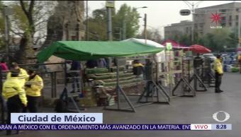 Feligreses acuden a la Iglesia de San Hipólito en la CDMX