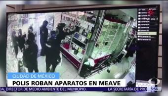 Policías de la CDMX roban aparatos durante operativo en Plaza Meave