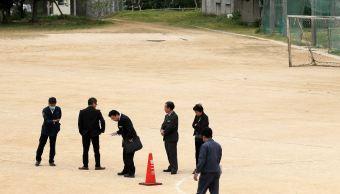 Cae ventana helicóptero de EU en colegio de Japón; un niño herido