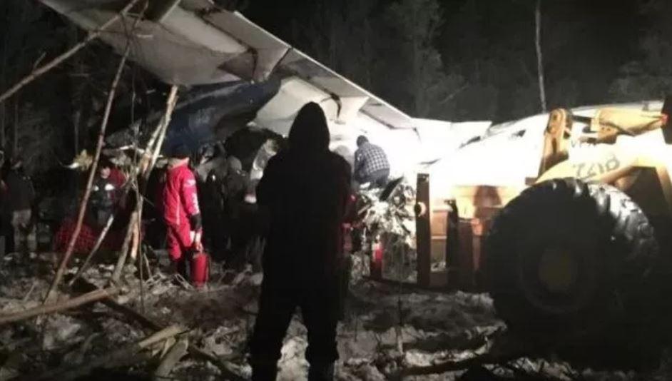 Avión se estrella en Canadá con 25 pasajeros a bordo