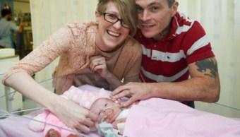 Bebé británica nace con el corazón fuera del cuerpo