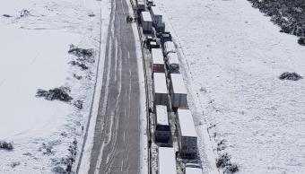 rescatan helicoptero personadas varadas carreteras nl nevada