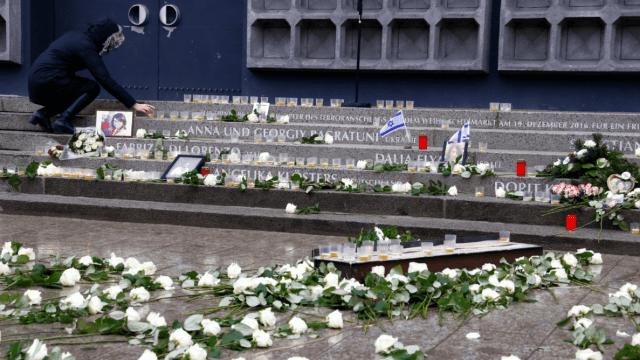 Merkel asume errores en aniversario del ataque yihadista en Berlín