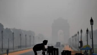 Nueva Delhi prueba cañón de agua para combatir contaminación atmosférica