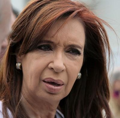 Juez procesa a Cristina Fernández y sus hijos por lavado de dinero