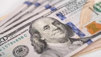 El dólar cierra en 19.41 pesos en bancos