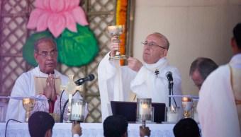El papa adelanta la Navidad en Bangladesh