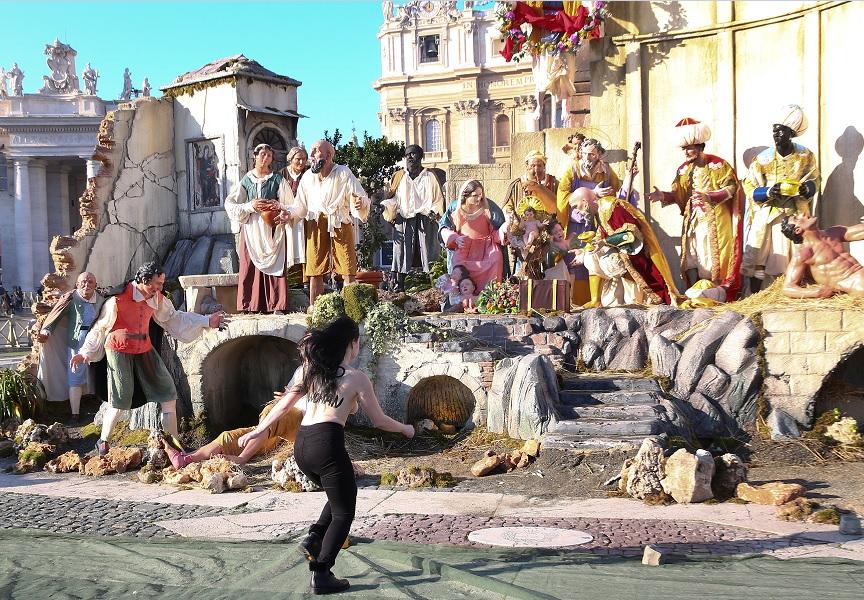 Fotos De El Pesebre De Jesus.Activista De Femen Intenta Robar Al Nino Jesus Del Pesebre