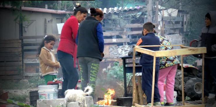 poblacion de monterrey utiliza fuego contra el frio
