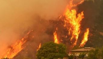 Bomberos luchan contra incendio en California desde hace 11 días