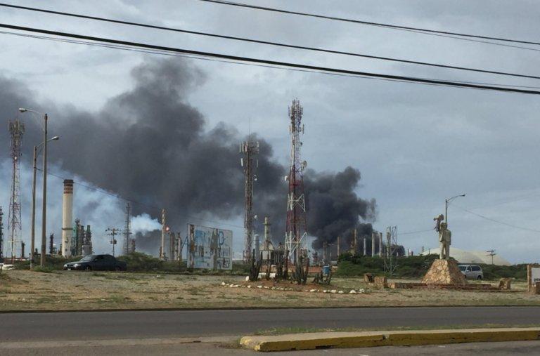 Incendio afecta mayor refinería Amuay Venezuela