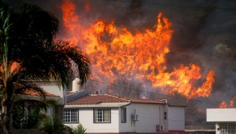 bomberos trabajan control incendio ensenada baja california