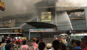 Incendio en centro comercial de Filipinas deja un muerto y 36 desparecidos