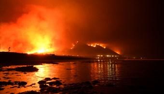 Sin control incendios forestales Los Ángeles California