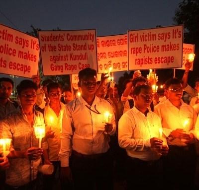 Causa indignación violación y asesinato de niña de 6 años en India