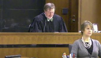 Juez federal de Seattle levanta parcialmente prohibición de entrada de refugiados