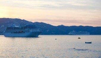 Llegan a Acapulco dos cruceros con cuatro mil personas