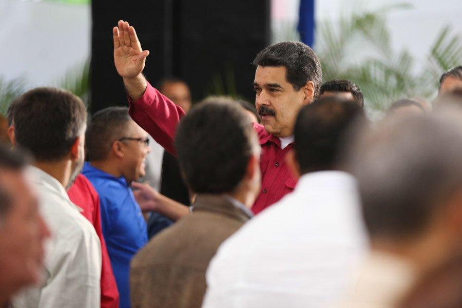 Maduro ordena responder plomo cualquier ataque cuartel militar