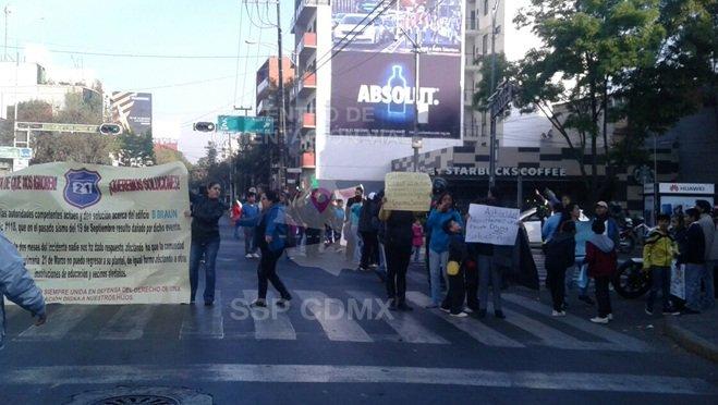 Manifestantes en Eje 3 y Monterrey, en la CDMX