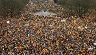 Miles de personas se manifiestan en Bruselas por la independencia de Cataluña
