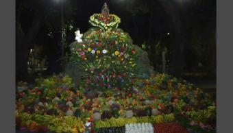 Montan altar de frutas y verduras en Atlixco