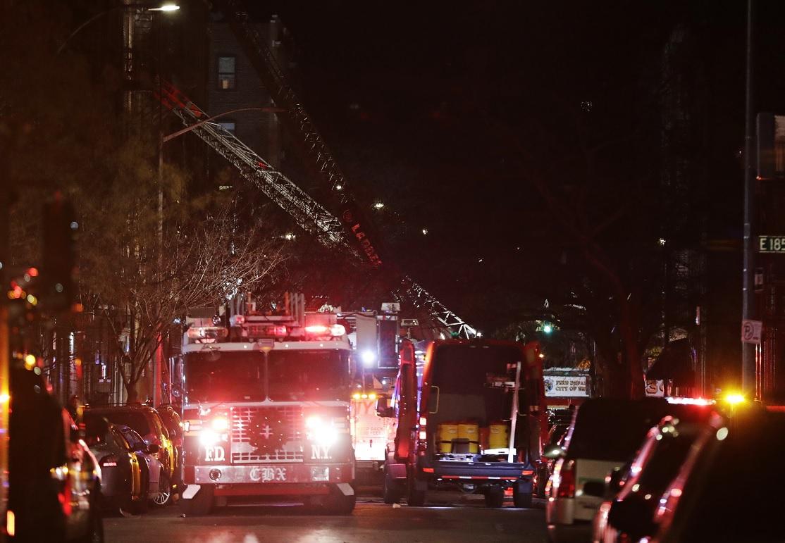 El peor incendio en décadas en Nueva York dejó 12 muertos