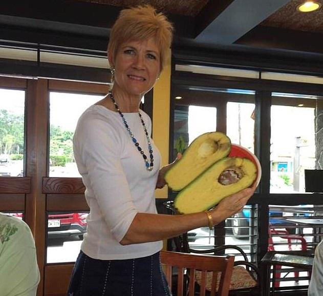 Mujer encuentra aguacate 2 3 kilogramos Hawaii